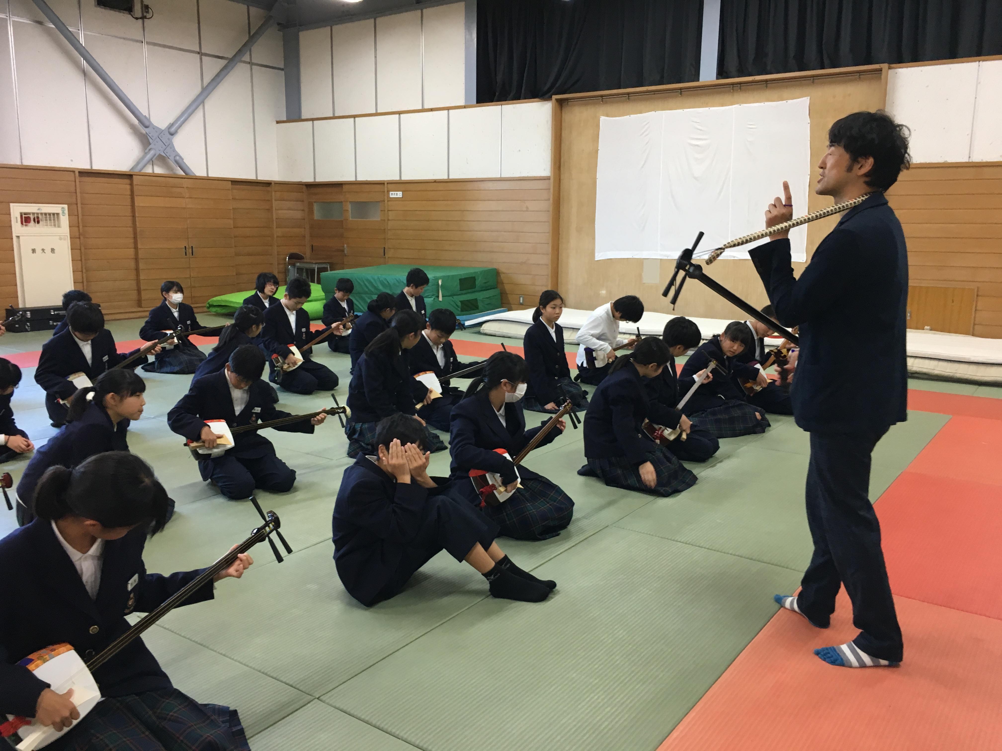 富山市内中学校で三味線授業