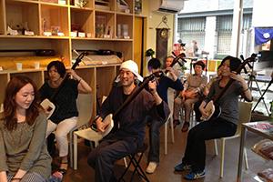 しゃみせん楽家店内にて三味線教室「あかい紅葉」(愛知県安城市)と三味線交流会開催
