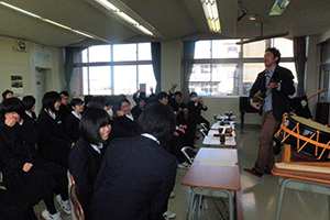 富山市立大泉中学校にて「三味線」授業